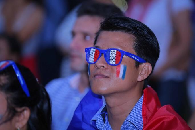 Pháp vô địch World Cup, CĐV Pháp tại TP HCM vỡ òa hạnh phúc - Ảnh 4.