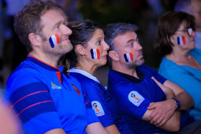 Pháp vô địch World Cup, CĐV Pháp tại TP HCM vỡ òa hạnh phúc - Ảnh 9.