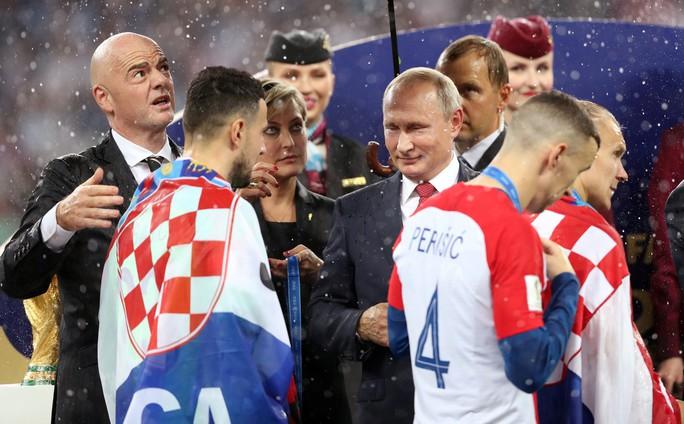Nước mắt hào hùng vùng Balkan khi Croatia thua Pháp - Ảnh 10.