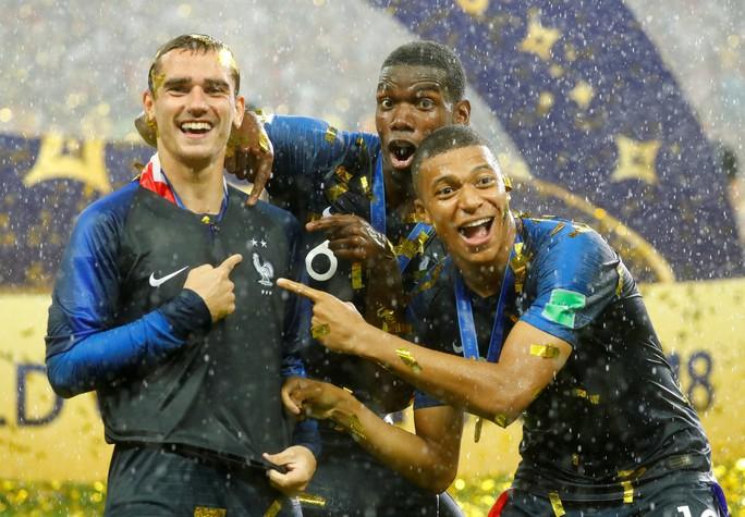Dân Pháp ăn mừng sáng đêm vì ngôi vương World Cup - Ảnh 4.