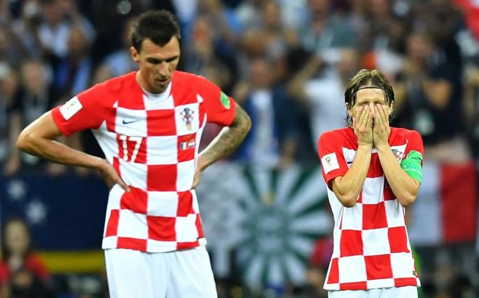 Dân Pháp ăn mừng sáng đêm vì ngôi vương World Cup - Ảnh 2.