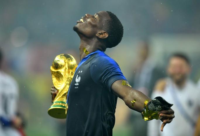 Dân Pháp ăn mừng sáng đêm vì ngôi vương World Cup - Ảnh 1.