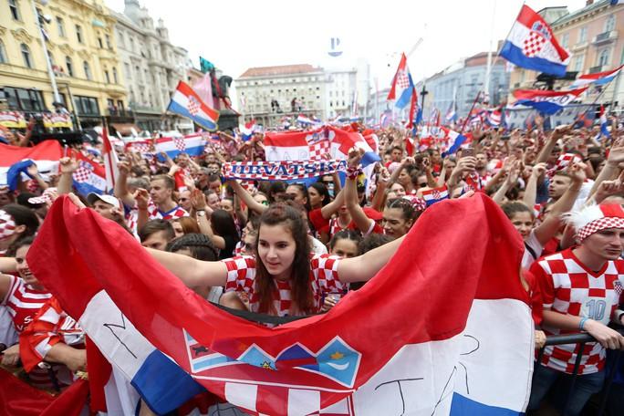 Croatia được chào đón như người hùng tại quê nhà - Ảnh 10.