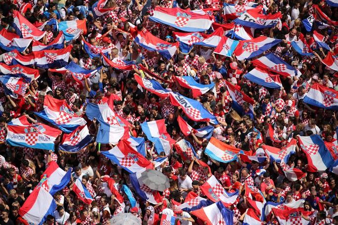 Croatia được chào đón như người hùng tại quê nhà - Ảnh 1.