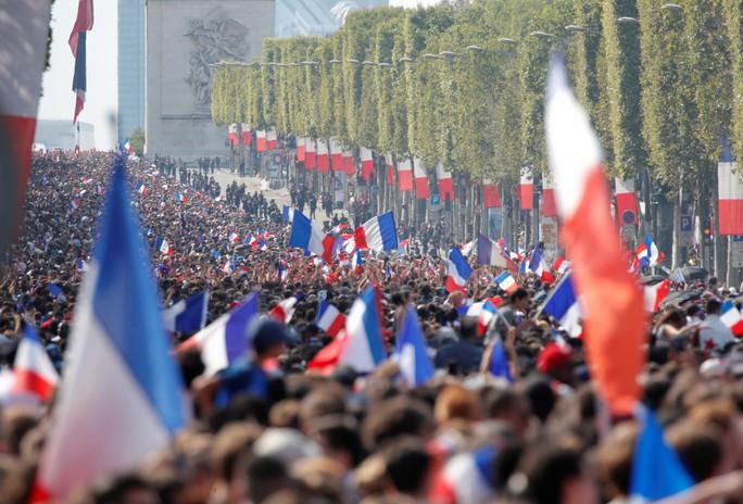 500.000 CĐV Paris xuống đường đón tuyển Pháp - Ảnh 18.