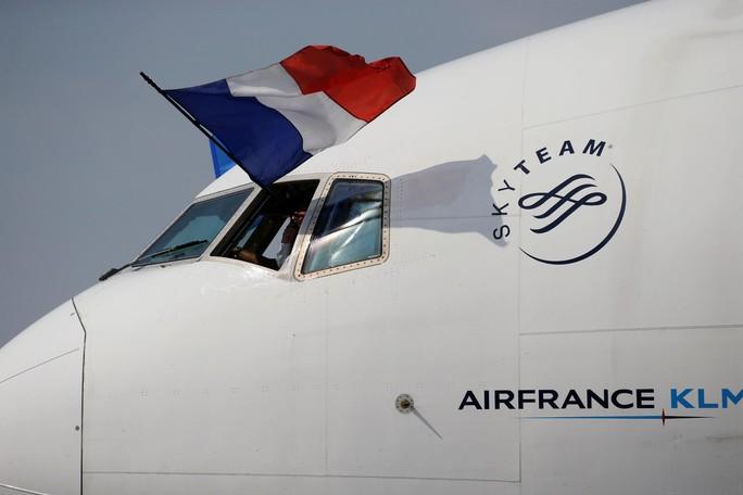 500.000 CĐV Paris xuống đường đón tuyển Pháp - Ảnh 17.