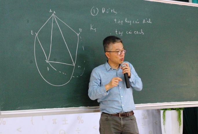 """Giáo sư Ngô Bảo Châu mở """"hộp đen"""" đam mê toán học - Ảnh 1."""