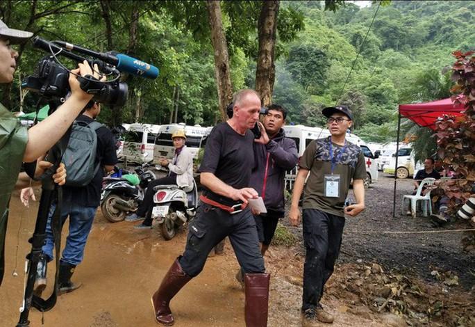 """Tỉ phú Mỹ gọi thợ lặn cứu đội bóng Thái Lan là """"kẻ ấu dâm"""" - Ảnh 2."""