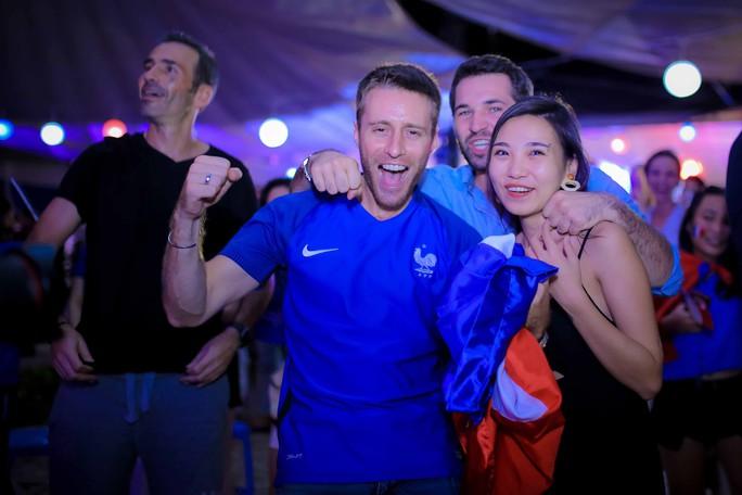 Pháp vô địch World Cup, CĐV Pháp tại TP HCM vỡ òa hạnh phúc - Ảnh 10.
