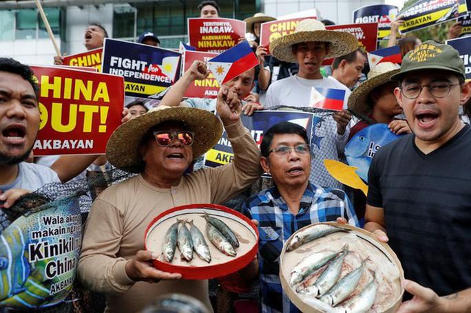Hơn 80% dân Philippines phản đối ngồi im trước Trung Quốc ở biển Đông - Ảnh 1.