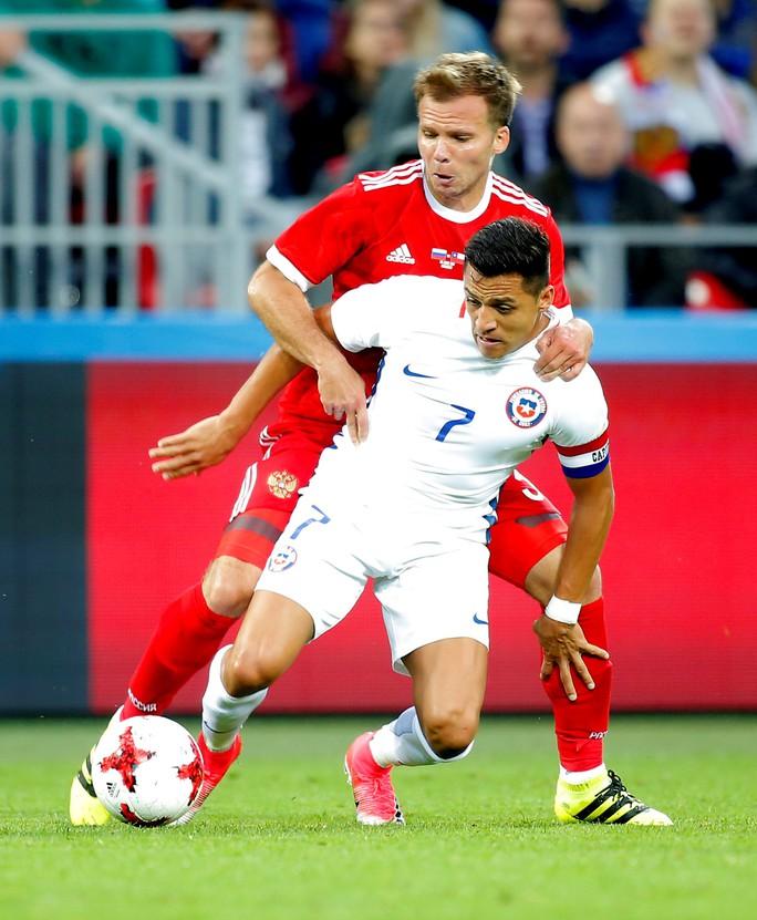 Vì án tù, Sanchez bỏ lỡ chuyến du đấu cùng M.U tại Mỹ - Ảnh 1.