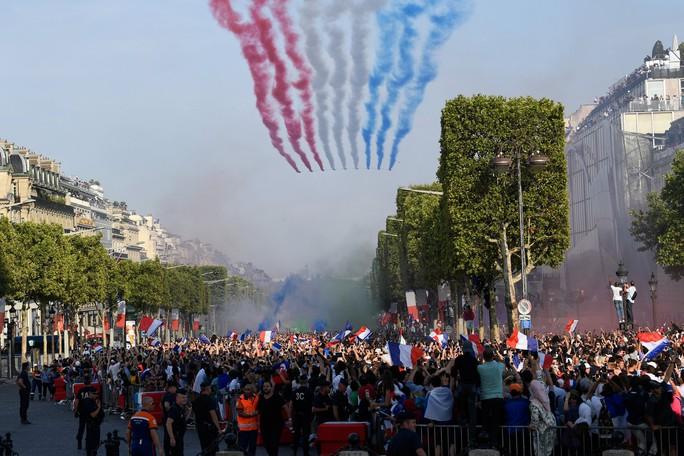 500.000 CĐV Paris xuống đường đón tuyển Pháp - Ảnh 26.