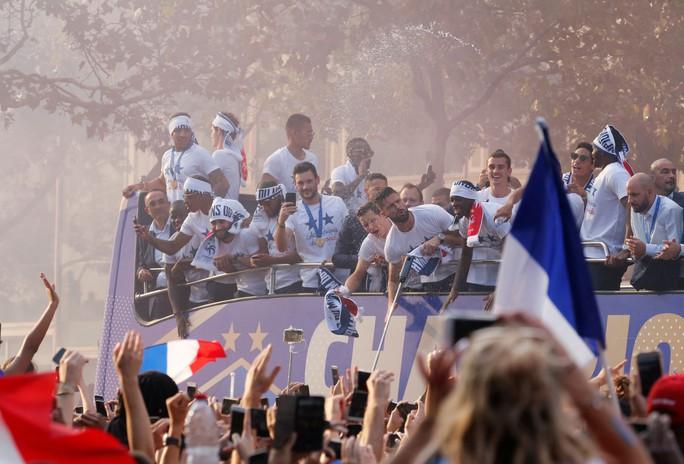 500.000 CĐV Paris xuống đường đón tuyển Pháp - Ảnh 25.