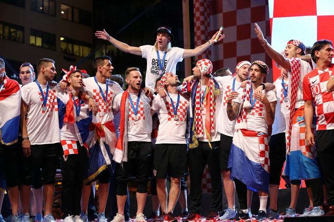 Croatia được chào đón như người hùng tại quê nhà - Ảnh 20.