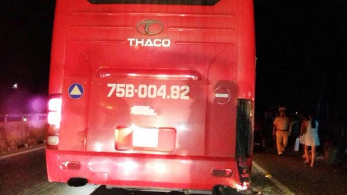 2 xe khách 1 lùi 1 tiến húc nhau trong đêm, 2 người chết - Ảnh 2.