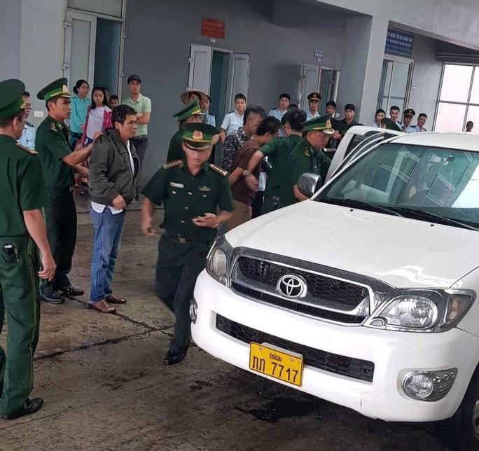 52 bánh heroin, 25 kg ma túy đá cưỡi xe bán tải biển Lào về Việt Nam - Ảnh 1.