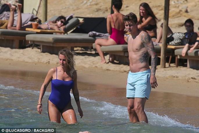 Messi, Ramos giải sầu bên vợ con sau thất bại World Cup 2018 - Ảnh 20.
