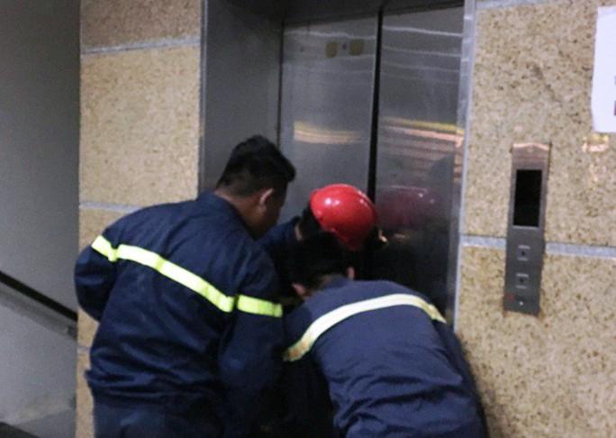 7 trẻ em mắc kẹt trong thang máy Thư viện tỉnh Thanh Hóa - Ảnh 1.