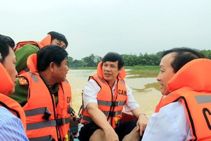 Hơn 2.000 thanh niên giúp dân di dời đồ đạc tránh bão Sơn Tinh - Ảnh 2.