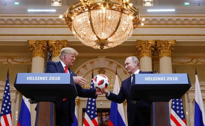 Ông Trump bất ngờ lật ngược phát ngôn ở Helsinki - Ảnh 2.