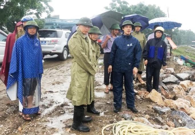 """""""Phớt"""" chỉ đạo của chủ tịch tỉnh, huyện vẫn tổ chức họp khi bão số 3 gần bờ - Ảnh 1."""