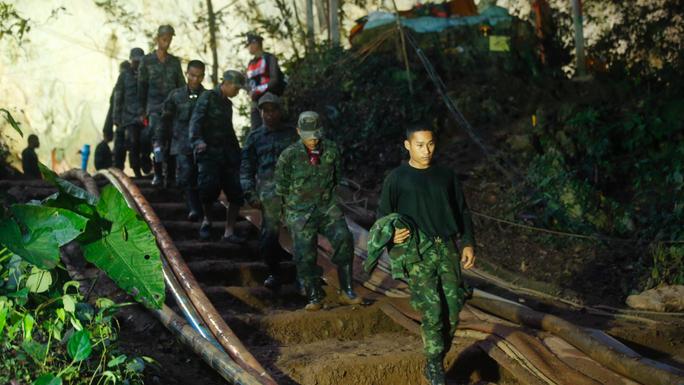 Thái Lan: Chỉ còn cách nơi nghi đội bóng mất tích trong hang 500 m - Ảnh 1.