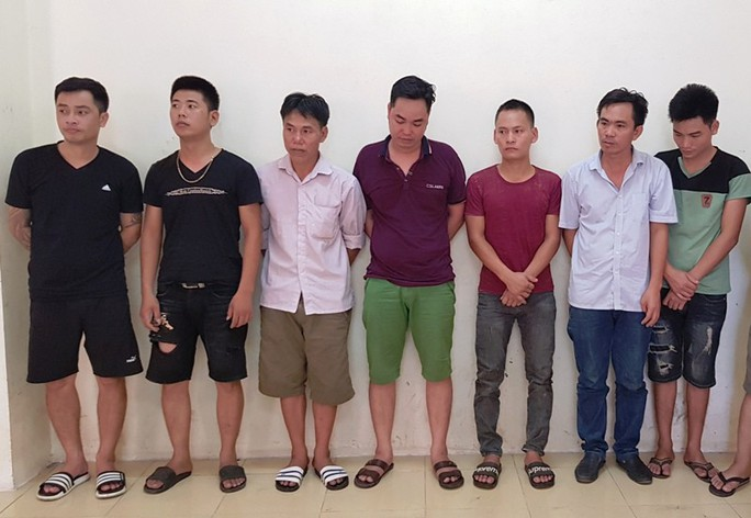 Phá ổ nhóm cá độ bóng đá mùa World Cup, 8 người bị bắt - Ảnh 1.