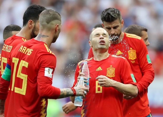 Tây Ban Nha bị Nga loại: Dứt điểm kém, ngay cả trên chấm 11 m - Ảnh 1.