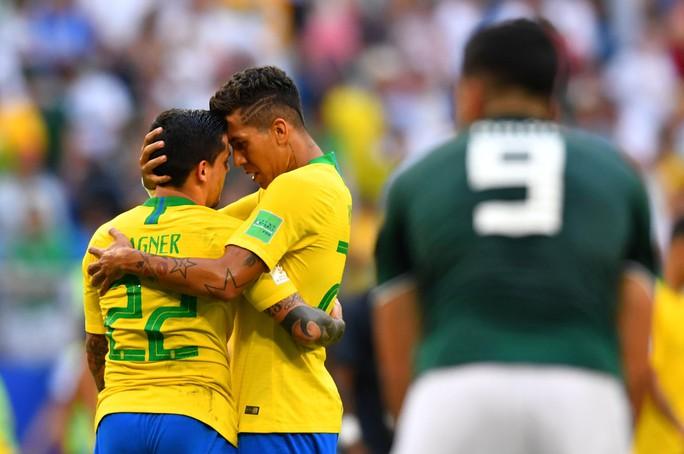 Brazil - Mexico 2-0: CĐV 2 đội đều khóc - Ảnh 11.
