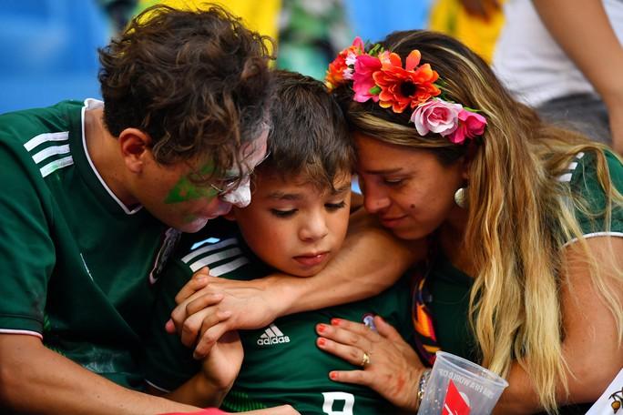 Brazil - Mexico 2-0: CĐV 2 đội đều khóc - Ảnh 6.