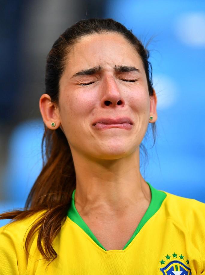 Brazil - Mexico 2-0: CĐV 2 đội đều khóc - Ảnh 1.
