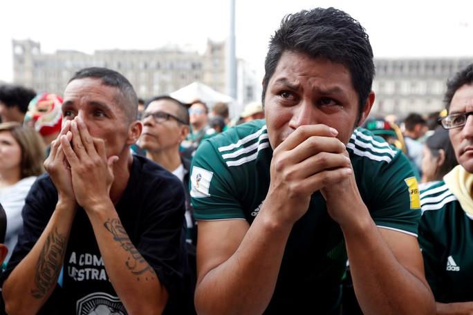 Brazil - Mexico 2-0: CĐV 2 đội đều khóc - Ảnh 7.