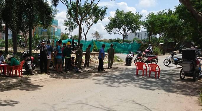 Người bán vé số tử vong cạnh chiếc xe lăn giữa trưa nắng - Ảnh 1.