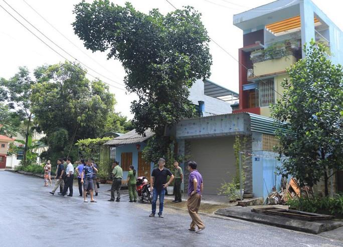 Cận cảnh khám nhà ông Vũ Trọng Lương trong vụ bê bối điểm thi Hà Giang - Ảnh 5.