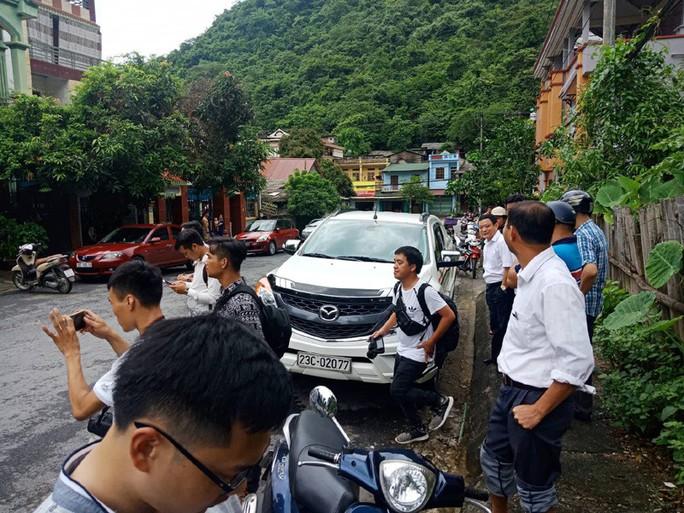 Cận cảnh khám nhà ông Vũ Trọng Lương trong vụ bê bối điểm thi Hà Giang - Ảnh 12.