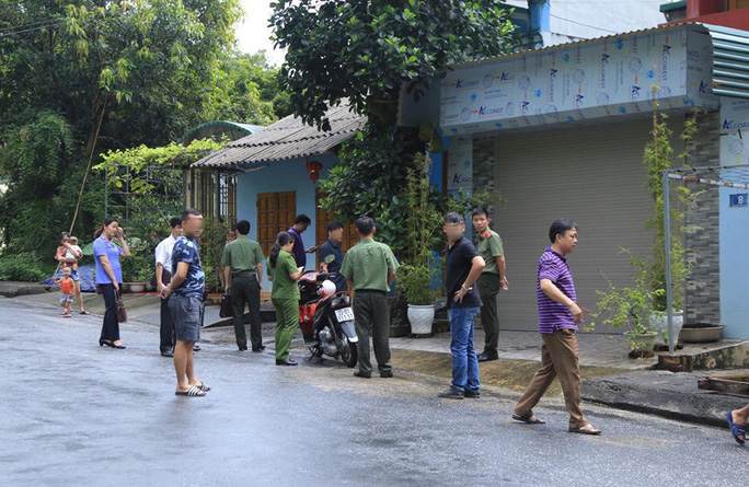 Cận cảnh khám nhà ông Vũ Trọng Lương trong vụ bê bối điểm thi Hà Giang - Ảnh 7.