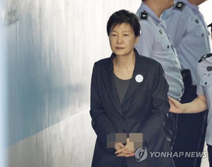 Tội chồng tội, cựu Tổng thống Park Geun-hye bị kết án thêm 8 năm tù - Ảnh 1.