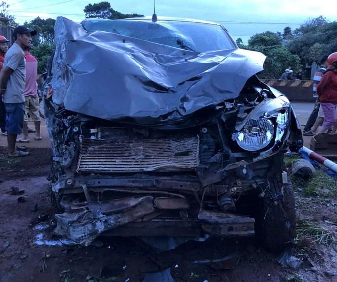 Xe bán tải gây tai nạn liên hoàn, 2 người tử vong - Ảnh 3.