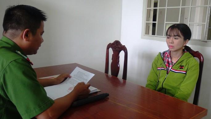 Xử phạt người phụ nữ dùng công cụ hỗ trợ đòi nợ kiểu giang hồ - Ảnh 1.