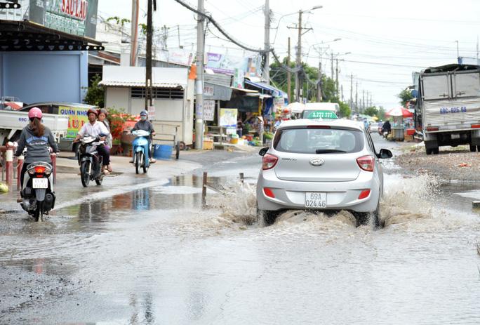 Dân TP Cà Mau kêu cứu vì đường xuống cấp nghiêm trọng - Ảnh 1.