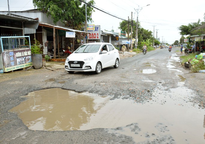 Dân TP Cà Mau kêu cứu vì đường xuống cấp nghiêm trọng - Ảnh 2.