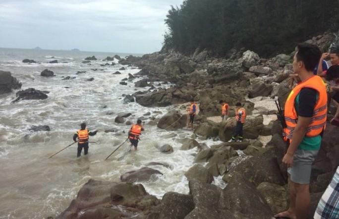 Về Thanh Hóa du lịch, tắm biển, 2 du khách chết đuối và mất tích - Ảnh 1.