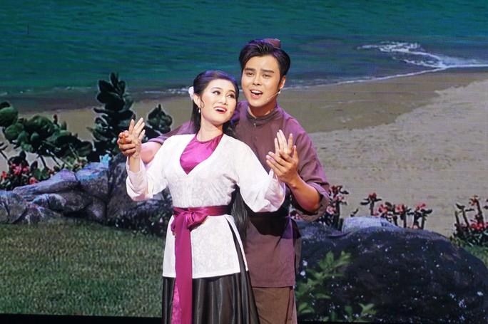 Nghệ sĩ Võ Minh Lâm xúc động hội ngộ cha trên sân khấu Hòn vọng phu - Ảnh 2.