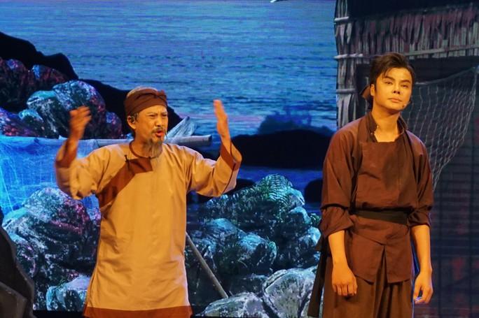 Nghệ sĩ Võ Minh Lâm xúc động hội ngộ cha trên sân khấu Hòn vọng phu - Ảnh 5.