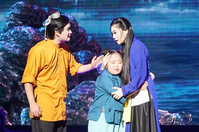 Nghệ sĩ Võ Minh Lâm xúc động hội ngộ cha trên sân khấu Hòn vọng phu - Ảnh 3.
