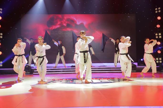 Nhóm Người Anh Em trở thành quán quân Đấu trường võ nhạc mùa đầu tiên - Ảnh 5.