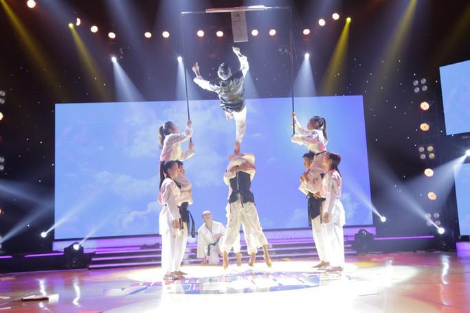 Nhóm Người Anh Em trở thành quán quân Đấu trường võ nhạc mùa đầu tiên - Ảnh 2.