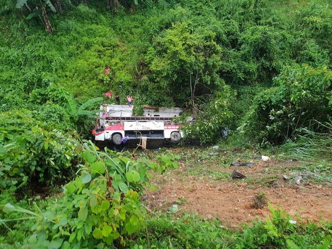 Xe khách lao xuống vực, ít nhất 4 người chết, 9 người bị thương - Ảnh 2.