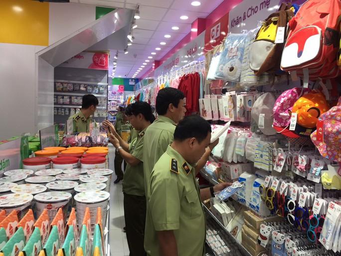 Tiếp tục kiểm tra gần 70 cửa hàng Con Cưng tại TP HCM - Ảnh 2.