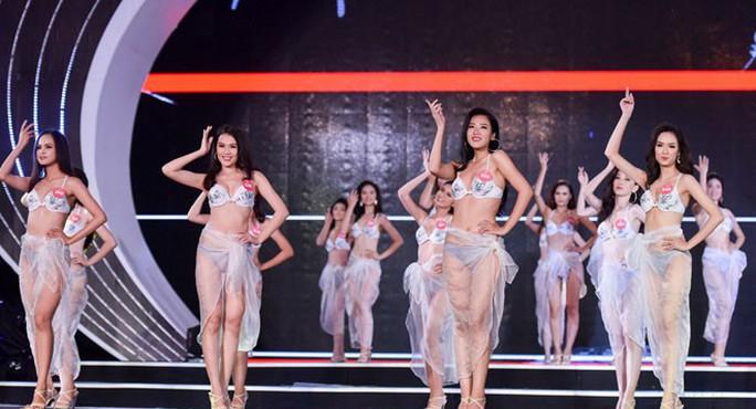 Người đẹp tặng hoa Tổng thống Donald Trump vào chung kết Hoa hậu Việt Nam  - Ảnh 3.